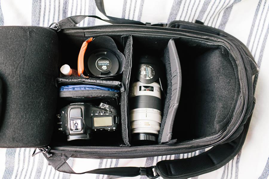 Kameraa ja optiikkaa repussa